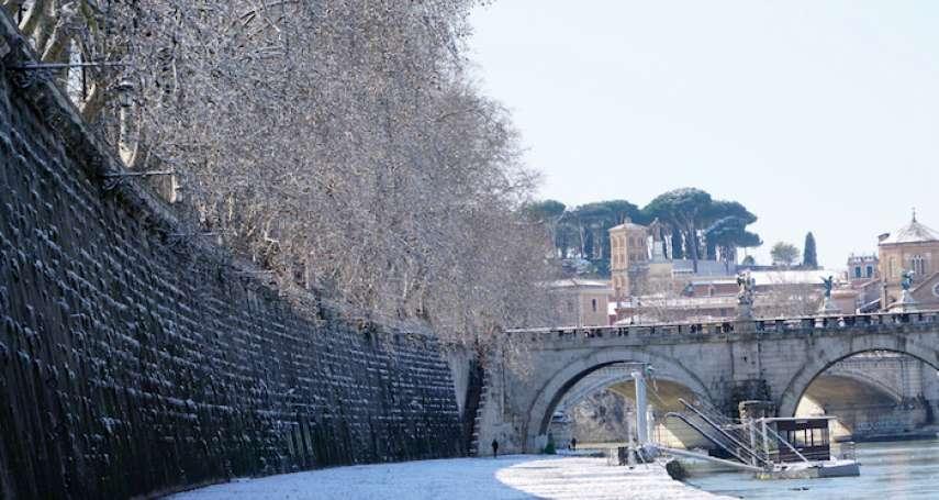 【圖輯】羅馬6年來首場降雪:未若柳絮因風起,文化古都披白紗