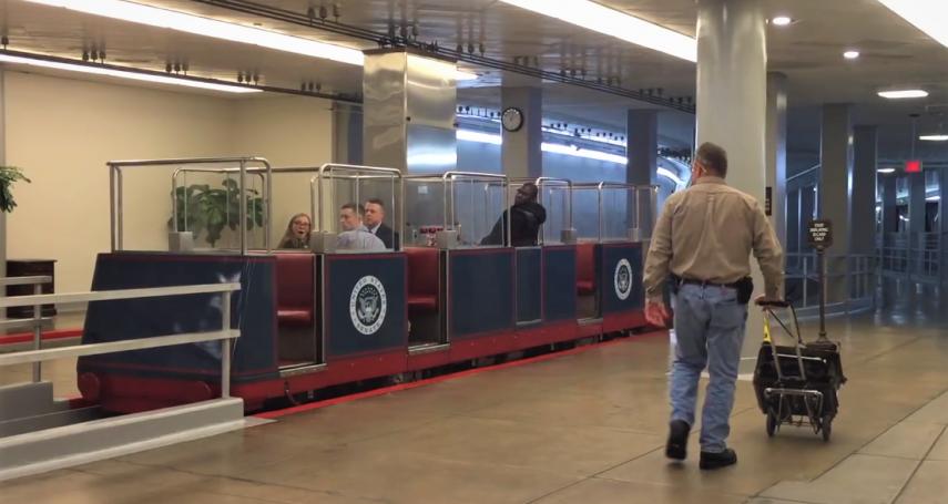 全球最小巧可愛的地鐵,竟藏在美國國會底下!100多年來,只有「這些人」可以搭