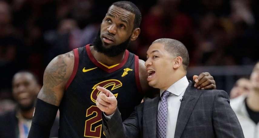 NBA》詹姆斯觀看夏季聯賽 意外重聚兄弟泰隆魯