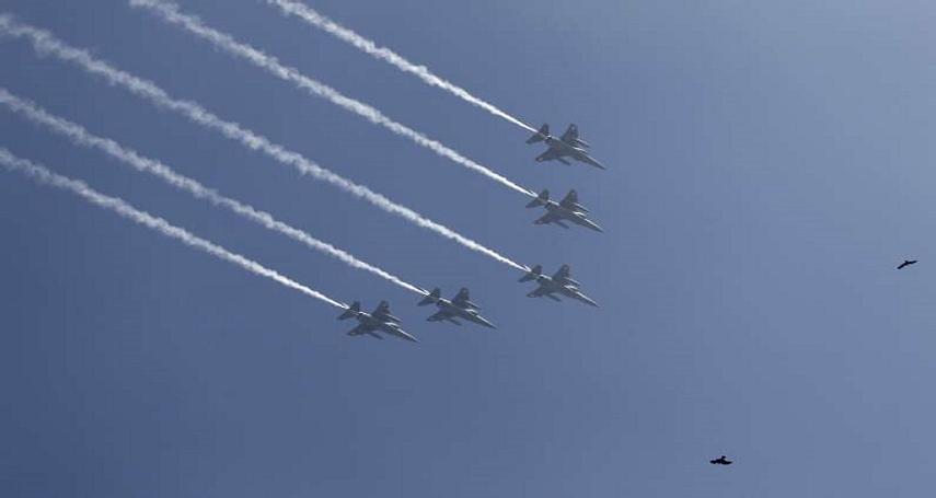「在羽球團歸國的時候,國軍派遣4架幻象戰機伴飛」,請問您認為這樣的做法適不適當?