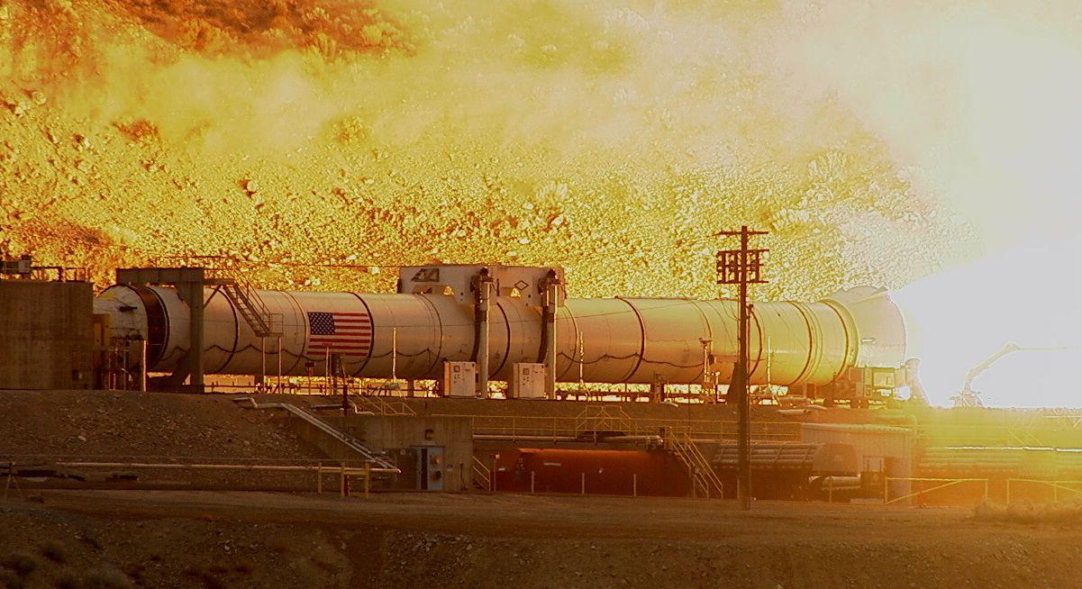 「太空發射系統」(Space Launch System, SLS)