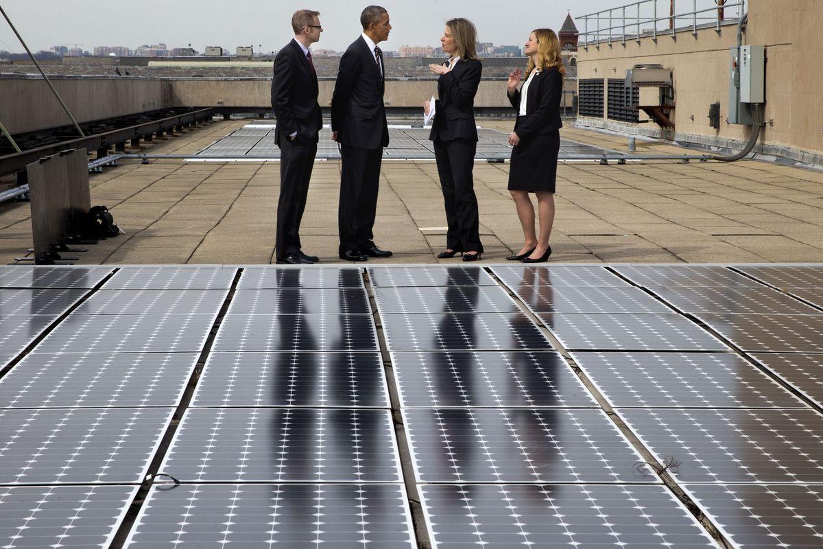 歐巴馬巡視能源部太陽能設施