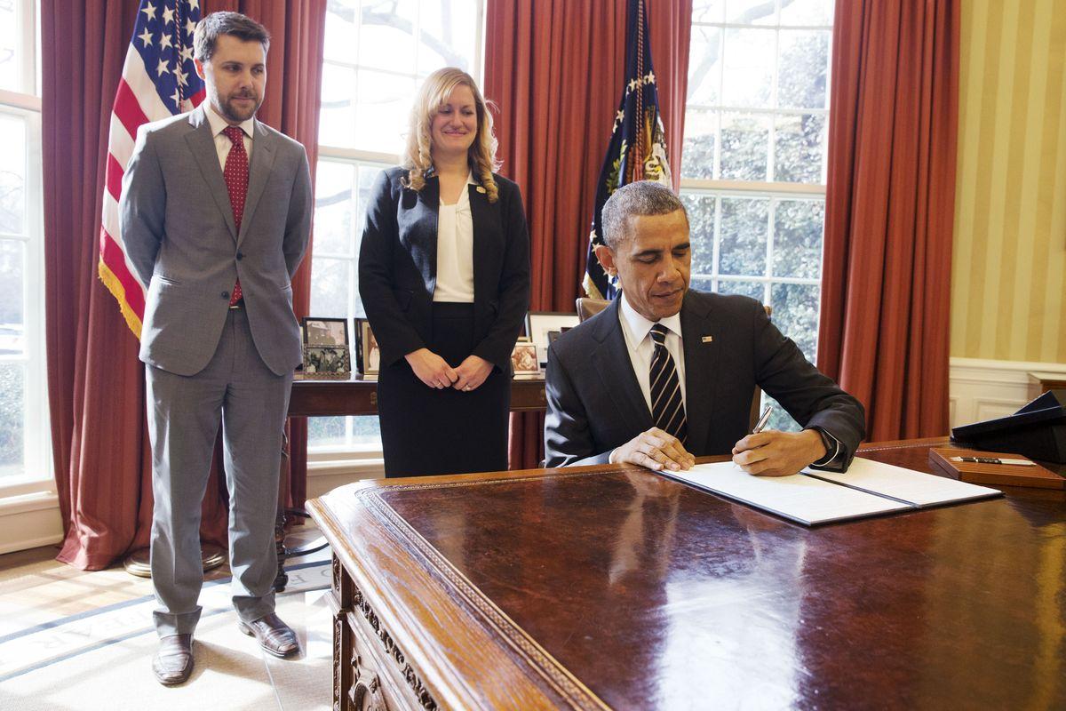 歐巴馬簽署行政命令,要求聯邦政府大幅降低溫室氣體排放