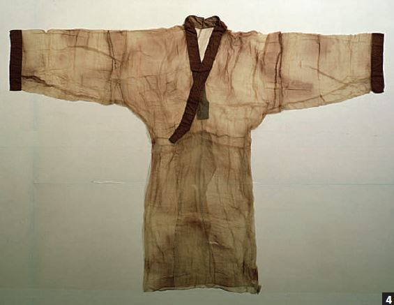 馬王堆出土的素紗蟬衣,薄如蟬翼