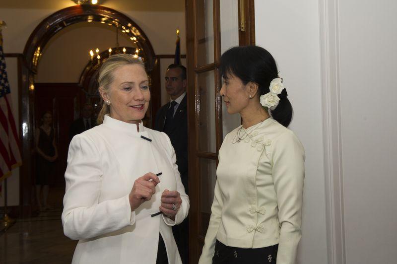 2011年希拉蕊與緬甸民主運動領袖翁山蘇姬相見歡