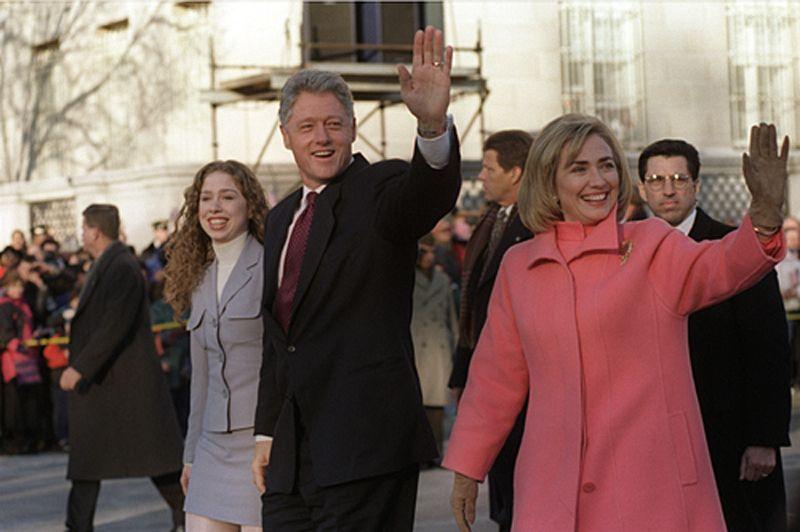 希拉蕊與先生柯林頓、女兒雀兒喜的全家福