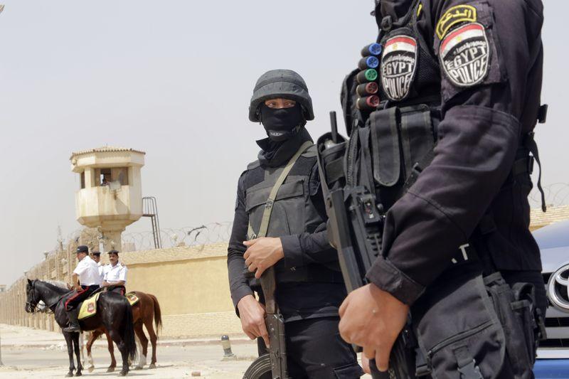 埃及前總統穆爾西受審,法院外軍警重兵戒備。