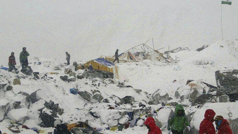 尼泊爾大地震,聖母峰大雪崩。