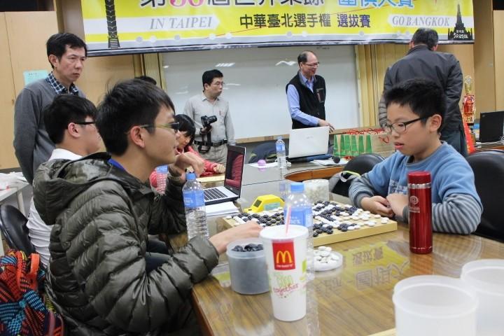 第三十六屆世界業餘圍棋大賽中華隊代表選拔賽,賴均輔(右)對詹宜典之戰。