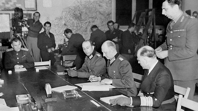 1945年5月8日德軍在法國蘭斯(Reims)簽下投降書,歐戰宣告結束。