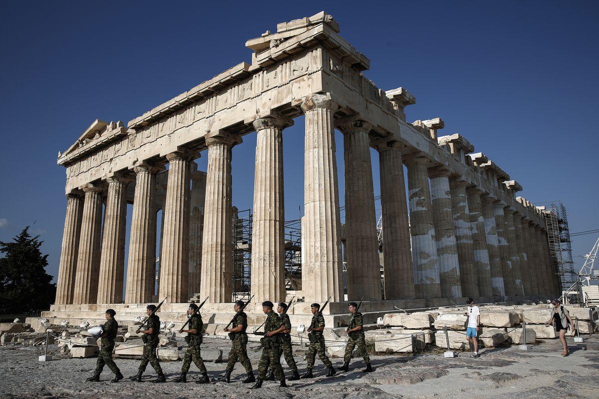 雅典衛城。希臘經濟是否會淪為廢墟?(美聯社)