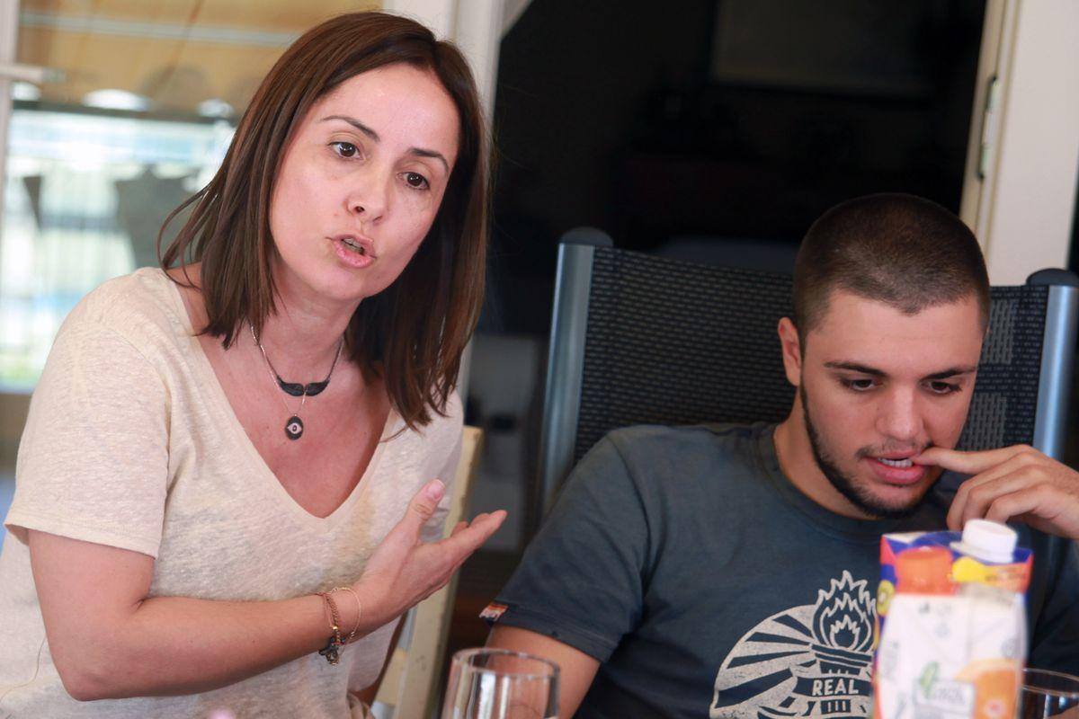 希臘公投讓這對母子吵得不可開交(美聯社)