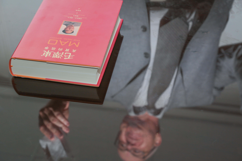 20150709-030-專訪《毛澤東真實故事》作者潘佐夫-余志偉攝.jpg