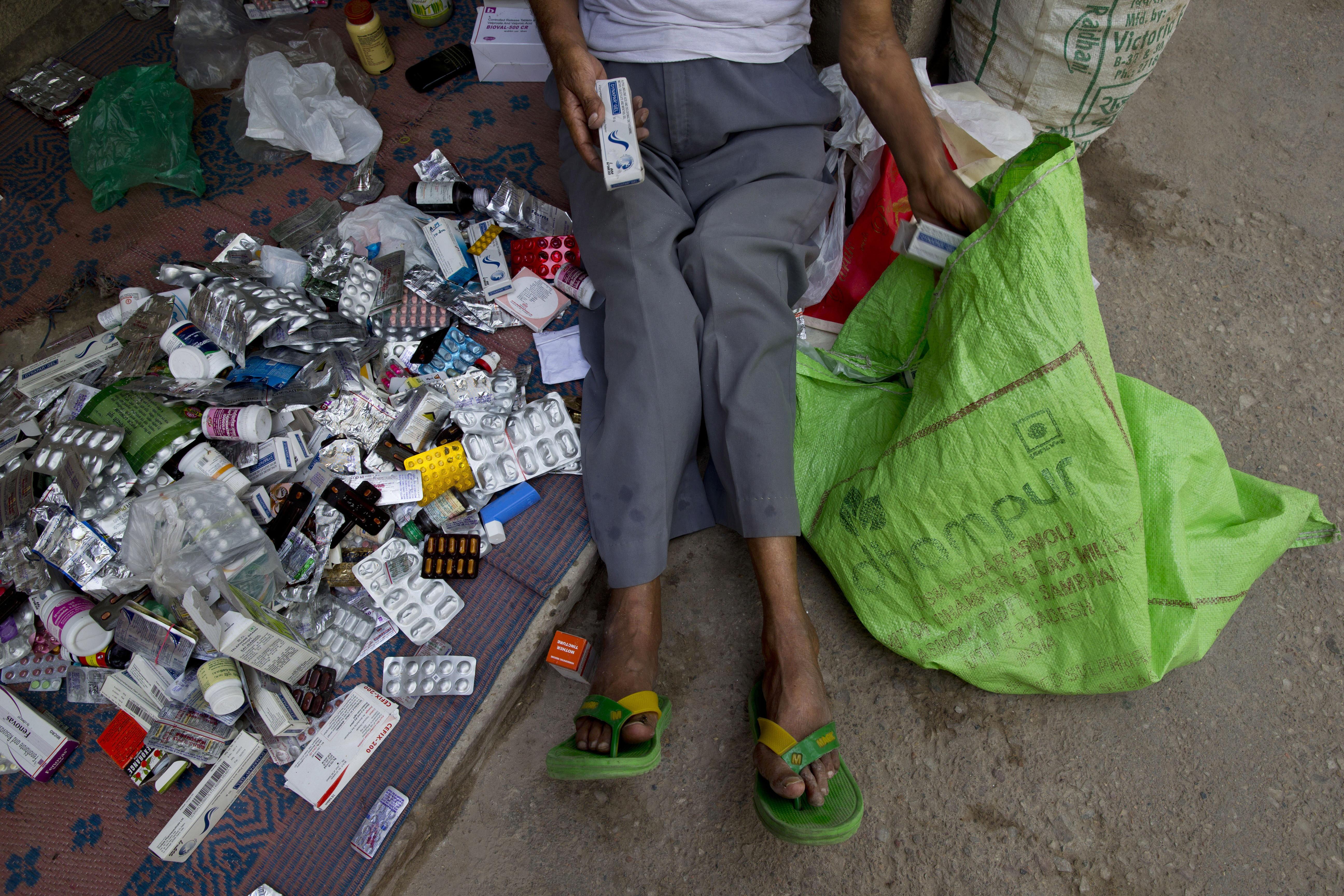 醫藥巴巴(Baba)翁卡納斯(Omkarnath)收集的藥品(美聯社)