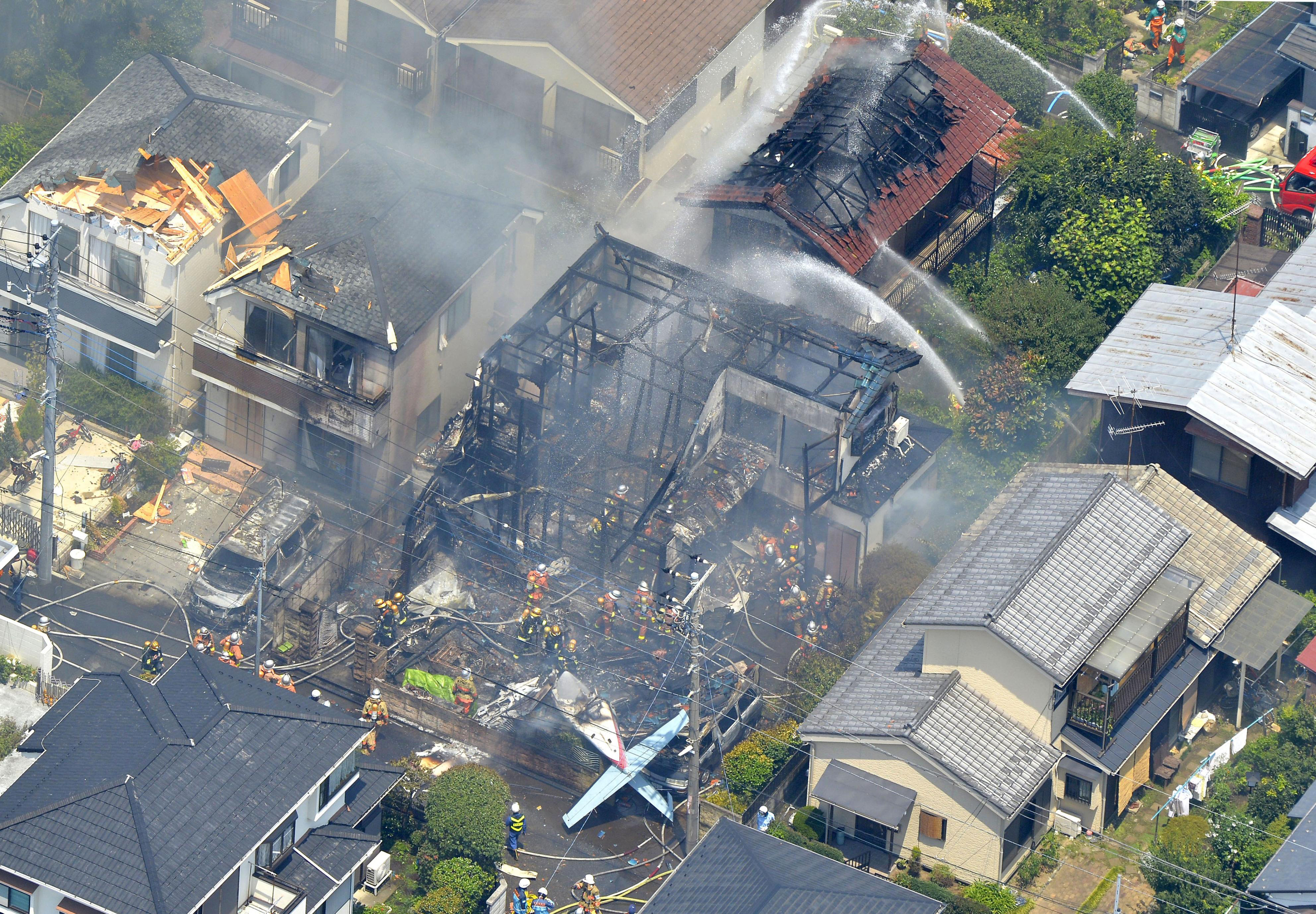東京都調布市小型飛機墜毀民宅,3人死亡(美聯社)