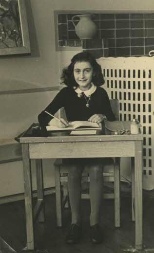 在二戰時殞命於納粹之手的猶太人安妮。(維基百科)