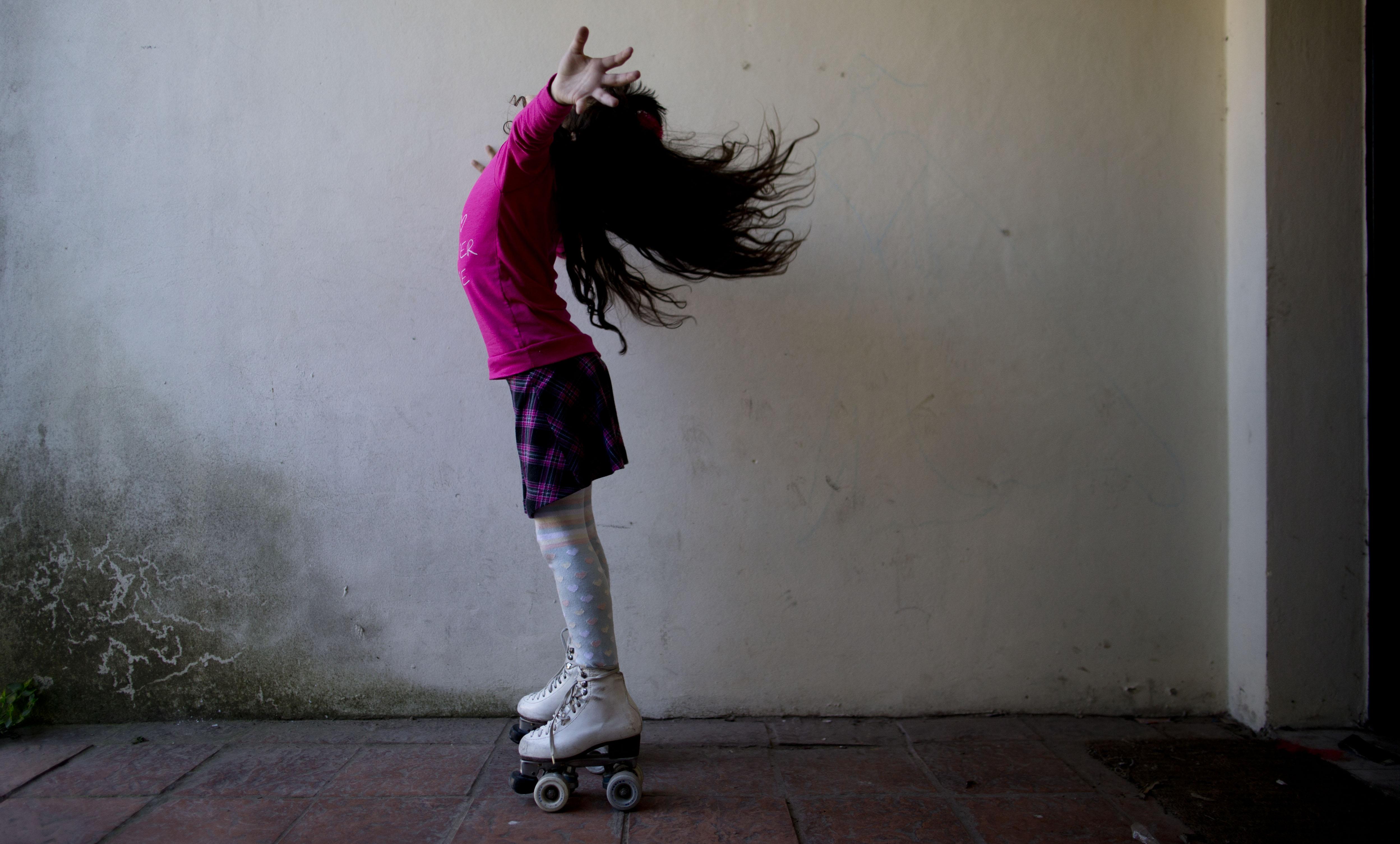 盧亞娜開心地說:「我喜歡這種頭髮,也喜歡裙子!」(美聯社)