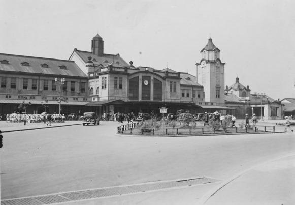 當年的京都車站。(圖/維基百科)