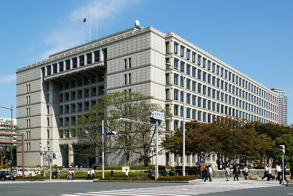 現在的大阪市政廳(第四代)。(圖/維基百科)