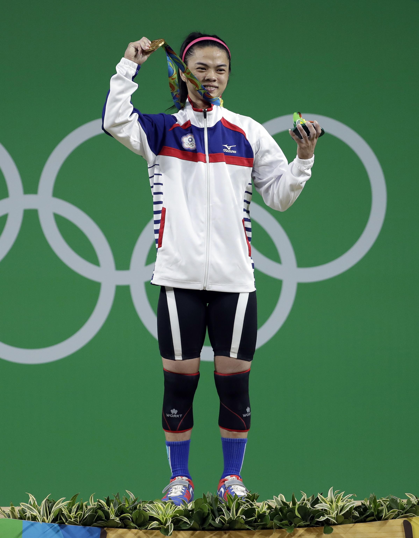 舉重女將許淑淨為台灣帶回里約奧運首面金牌。(美聯社)