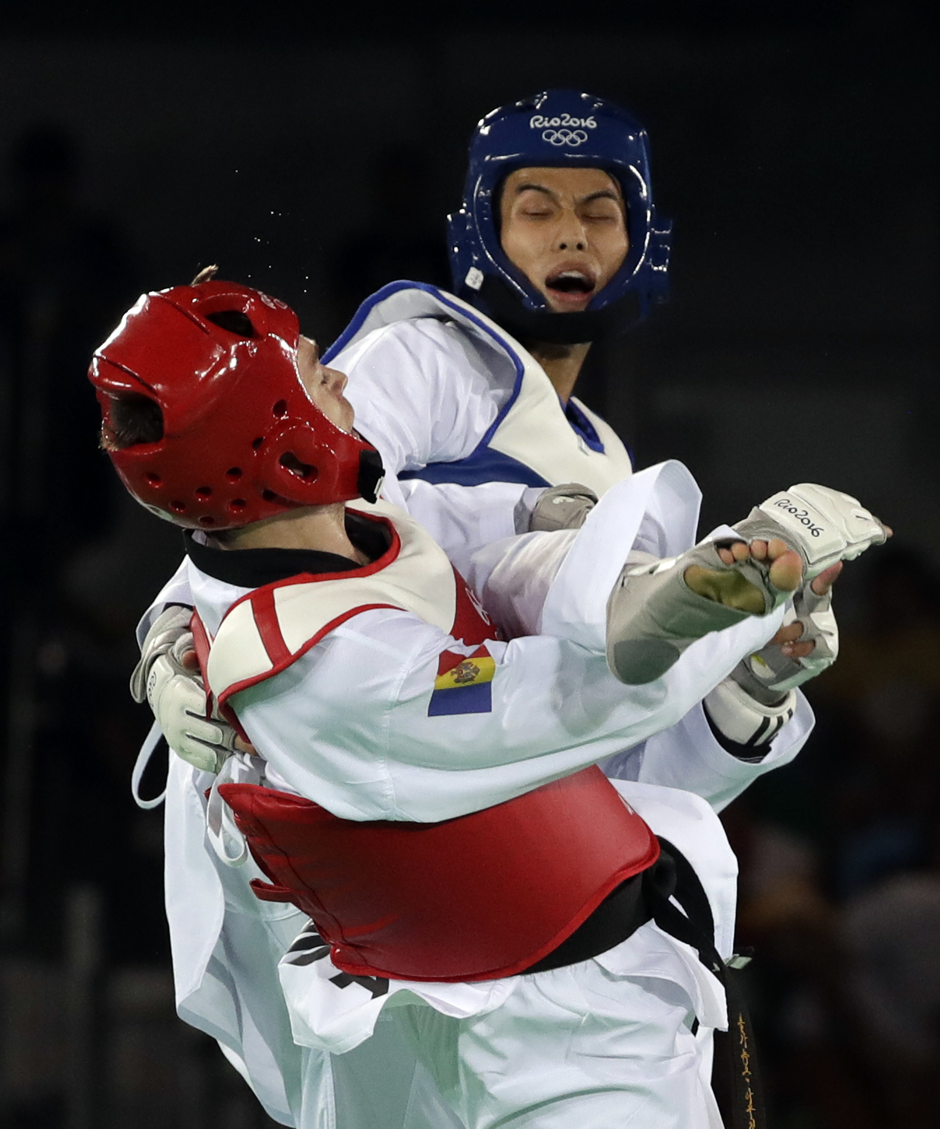 我國選手劉威廷擊退世界第一的摩爾多瓦好手庫克(Aaron Cook)。(美聯社)