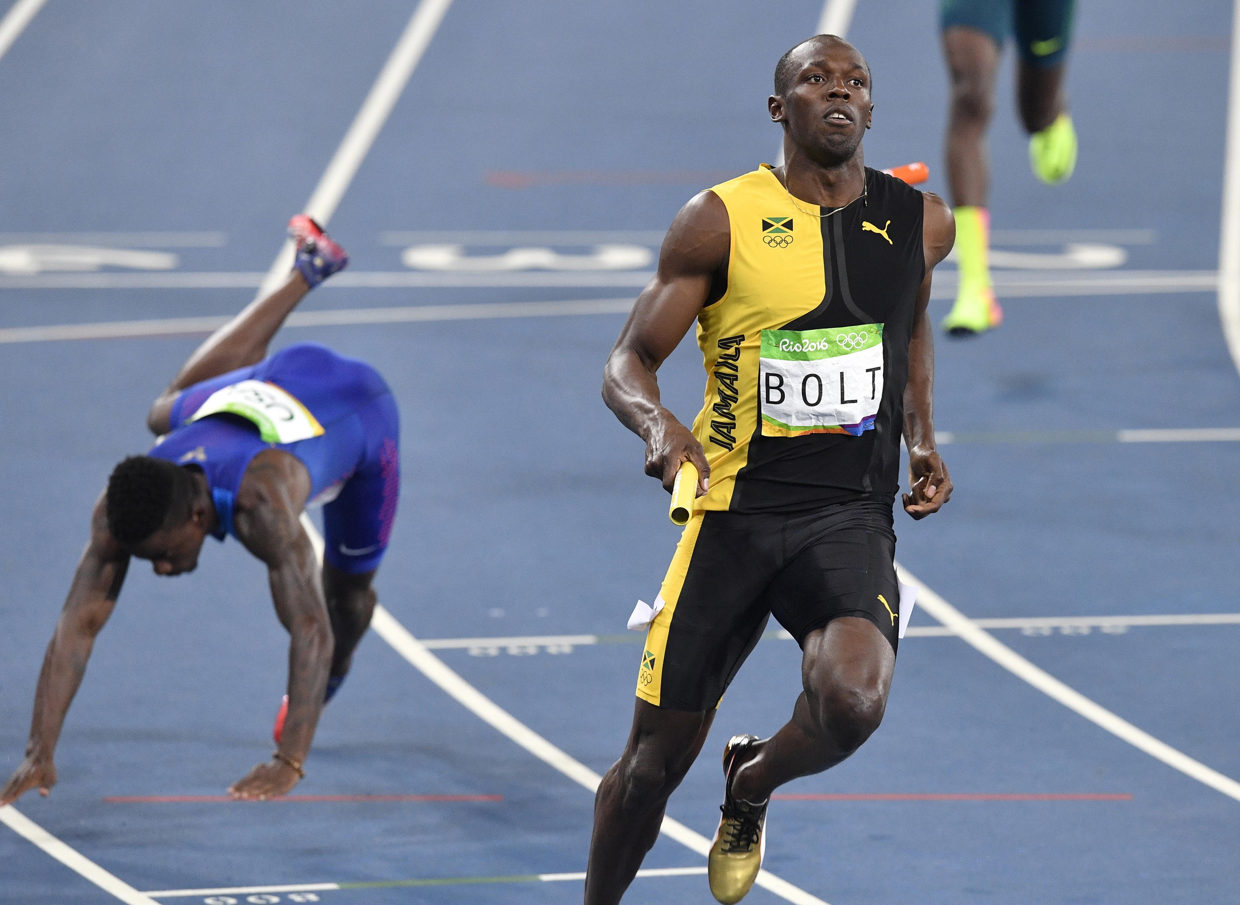 美國隊的布洛梅爾(Trayvon Bromell)在里約奧運男子400公尺賽跑中不慎跌倒。(美聯社)