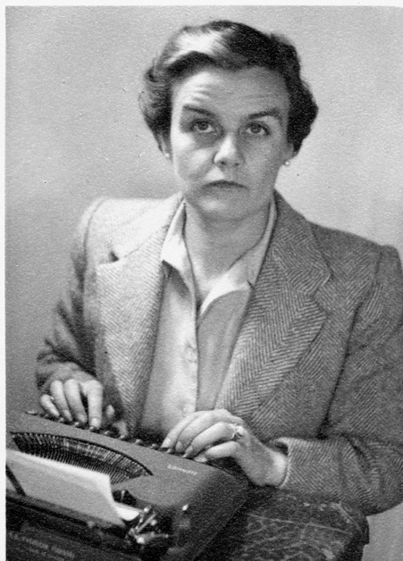 霍林沃斯(Clare Hollingworth)於1945年從北非回到英國(Facebook:Celebrate Clare Hollingworth)