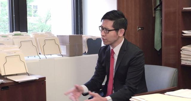 專訪IMF官員馬庫斯・羅德勞爾的張經義。