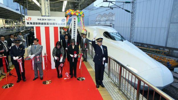 2014年在東京舉行的新幹線開通50週年慶祝活動。(BBC中文網)