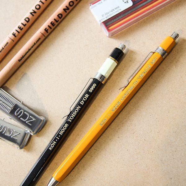筆身採金屬製成,手感稍沉穩,可穩定書寫過程,造型也相當經典耐看。(圖/茶筆巷提供)