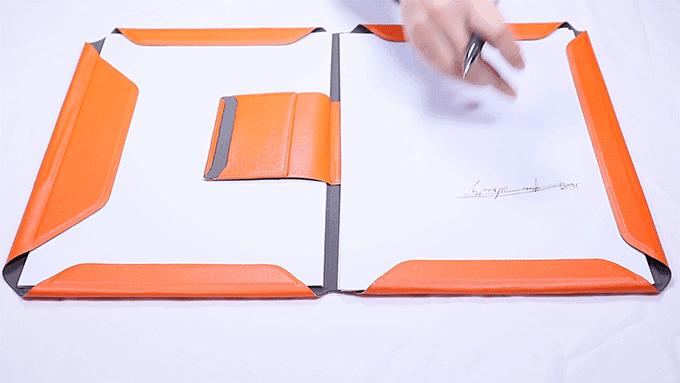 NoteBook Modular能以磁力緊扣筆記紙及會議文件。(圖/玩轉科技提供)