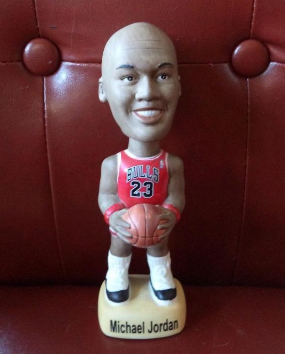 5、芝加哥公牛「籃球之神」喬丹(Michael Jordan):不確定喬丹有沒有看過這尊玩偶,如果有的話喬丹大概會買下這間公司,然後立刻解散。(圖截自HoopsHype網站)