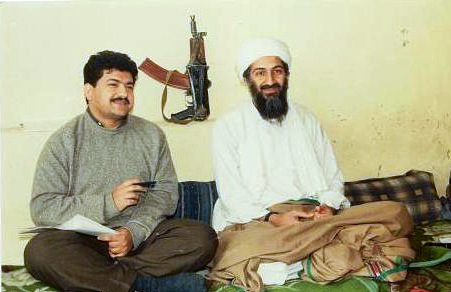 基地組織前領導人賓拉登1997年接受巴基斯坦記者米爾(Hamid Mir)訪問。(Hamid Mir @ Wikipedia/ CC BY-SA 3.0)