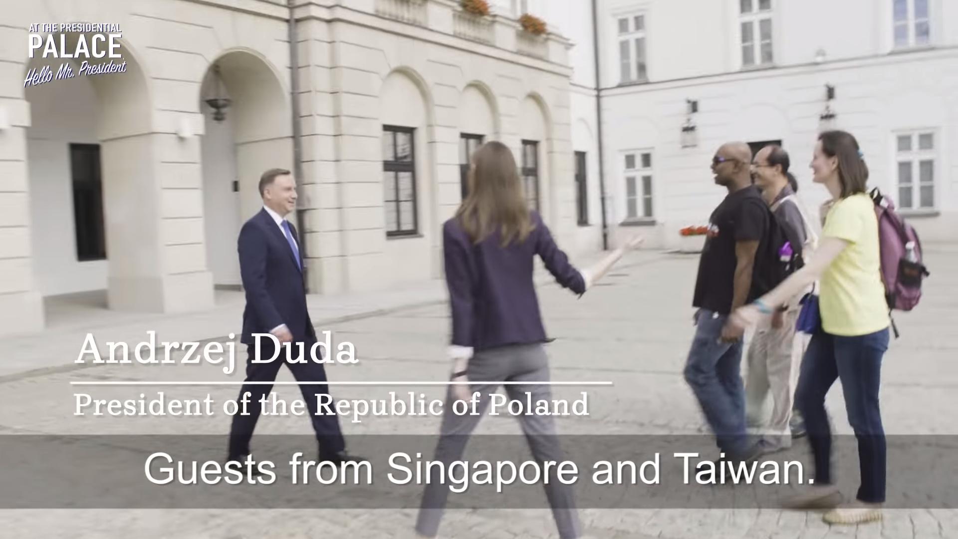 波蘭宣傳國家出新招,邀請觀光客與總統杜達一起下午茶,來自台灣和新加坡的4名旅客幸運被選中(翻攝影片)
