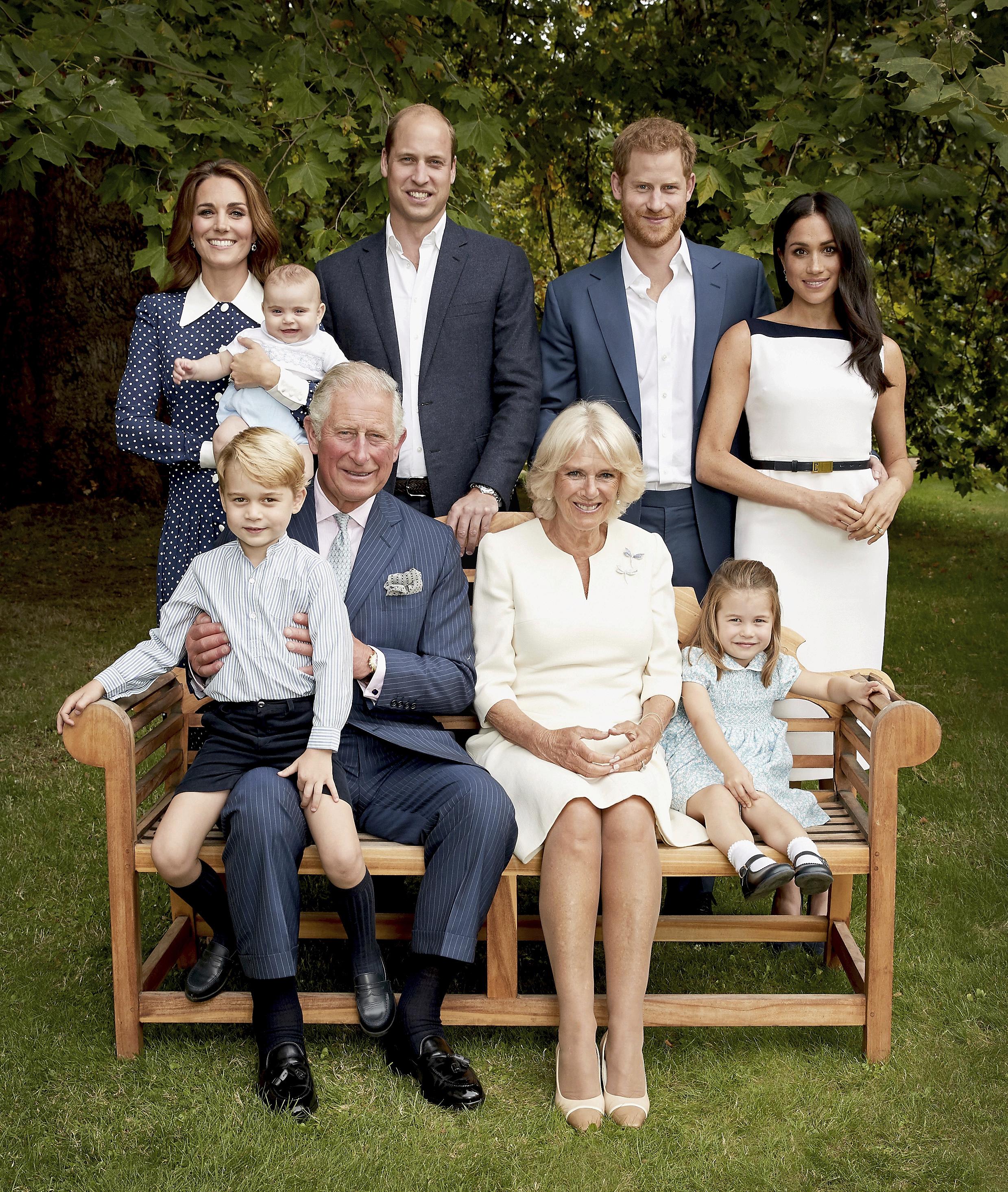 英國查爾斯王儲70大壽,王室公布祖孫三代同堂照(AP)
