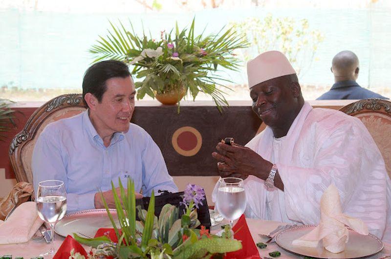 2012年4月12日,時任總統馬英九訪問甘比亞,與賈梅總統會晤(總統府)