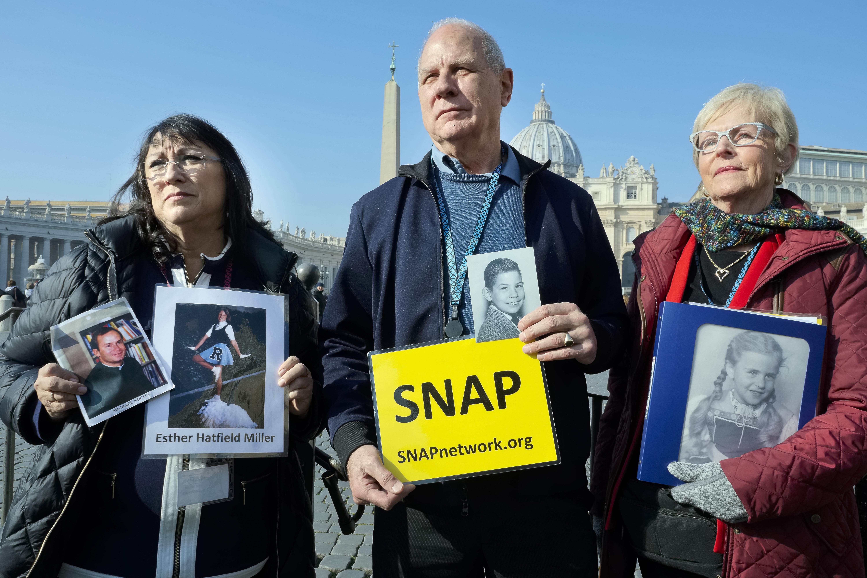 2019年2月21日,教宗方濟各(Pope Francis)召開防範教士性侵高峰會,3位受害者代表(AP)
