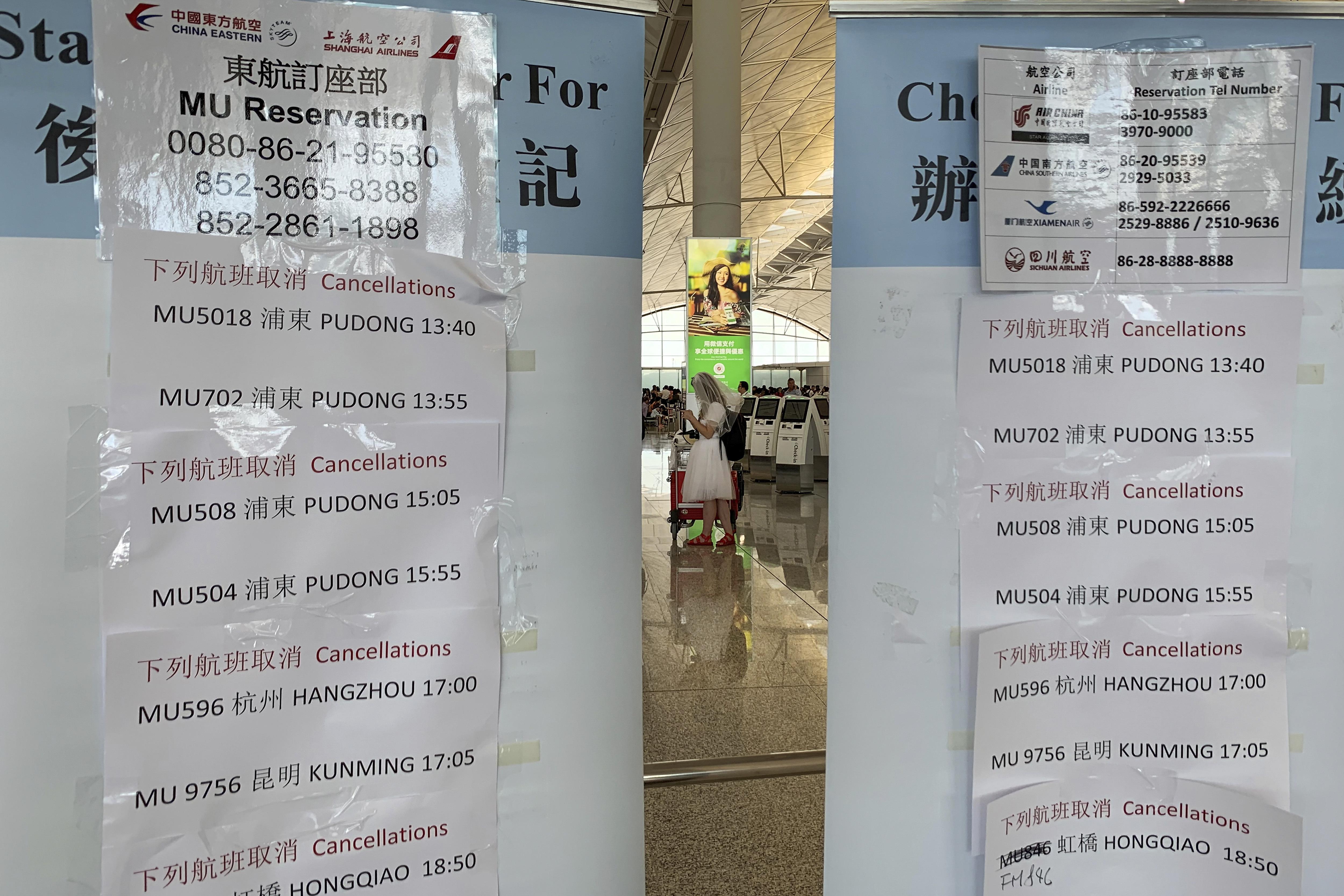 2019年8月5日,香港「反送中」運動發起「三罷」,香港國際機場航班大受影響。(AP)