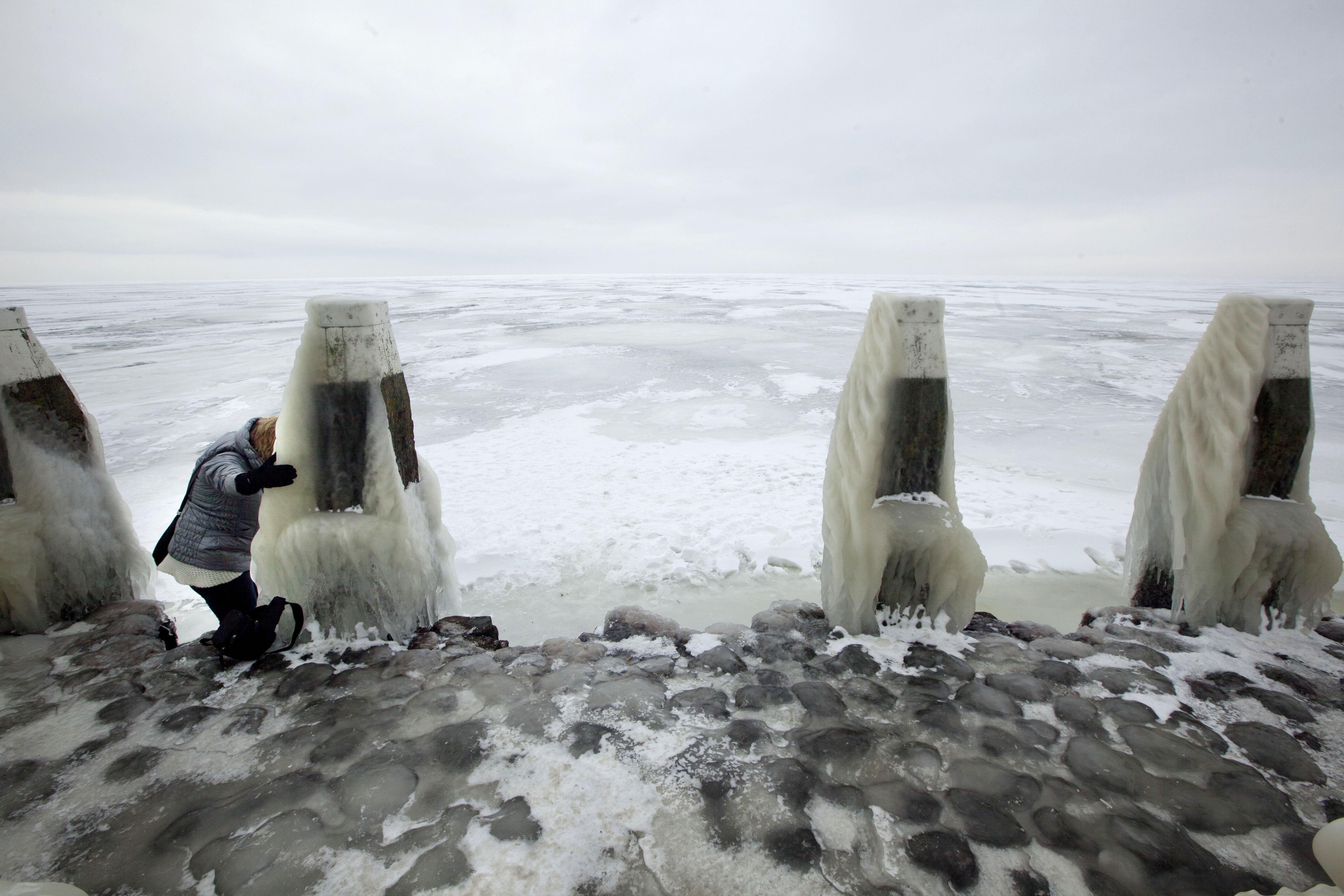 全球暖化導致海平面上升,各國濱海地區必須加強防範浪潮與洪水(AP)