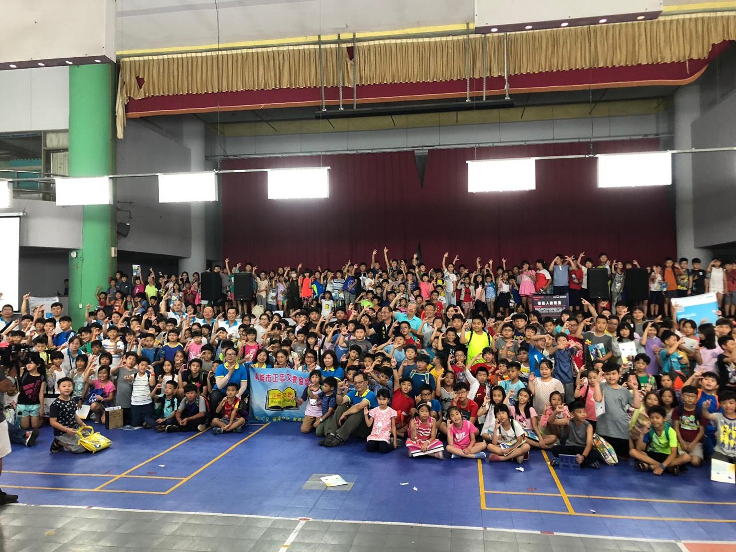 黃柏霖在莊敬國小辦科丁-不插電課程,超過900人參與,推動科丁教育不遺餘力。(圖/徐炳文攝)