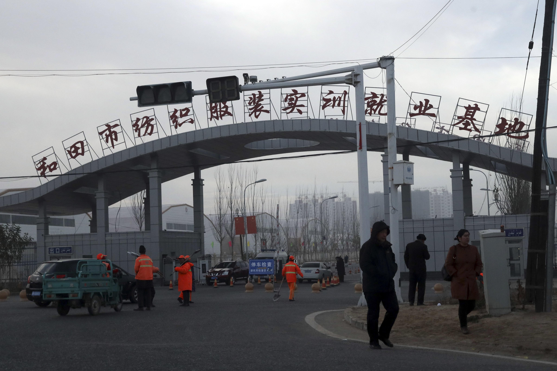 北京當局聲稱在新疆設立的「再教育營」是職業訓練基地。(AP)