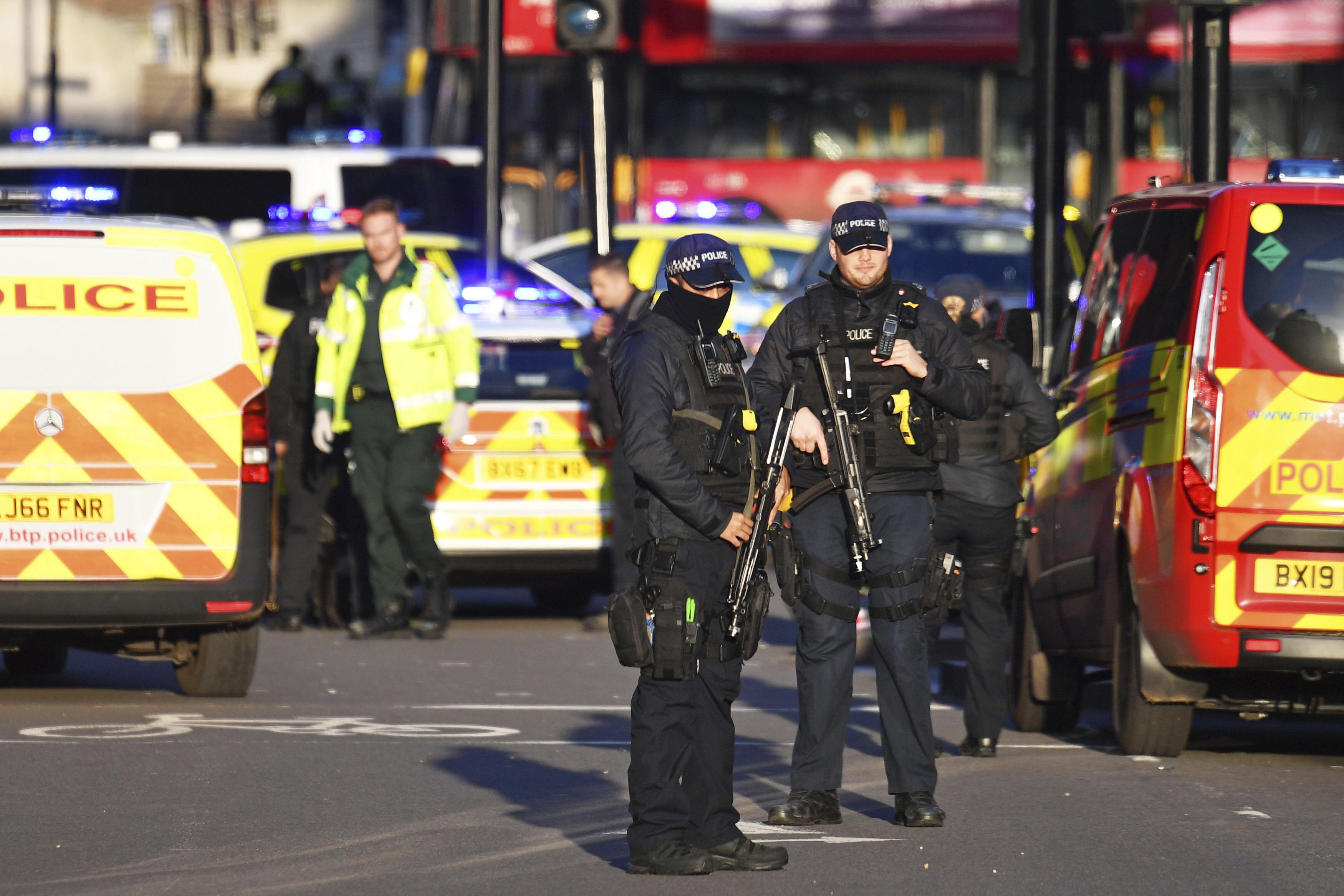 2019年11月29日下午,英國首都倫敦「倫敦橋」附近發生持刀殺人事件,警方緊急處理(AP)
