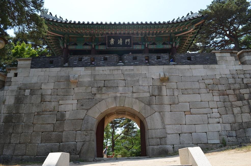 南韓首爾肅靖門(Mark Froelich@Wikipedia / CC BY-SA 3.0)