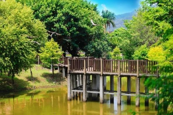 區內的奇岩1號公園四季如畫,有如置身度假勝地。(圖/精業建設 )