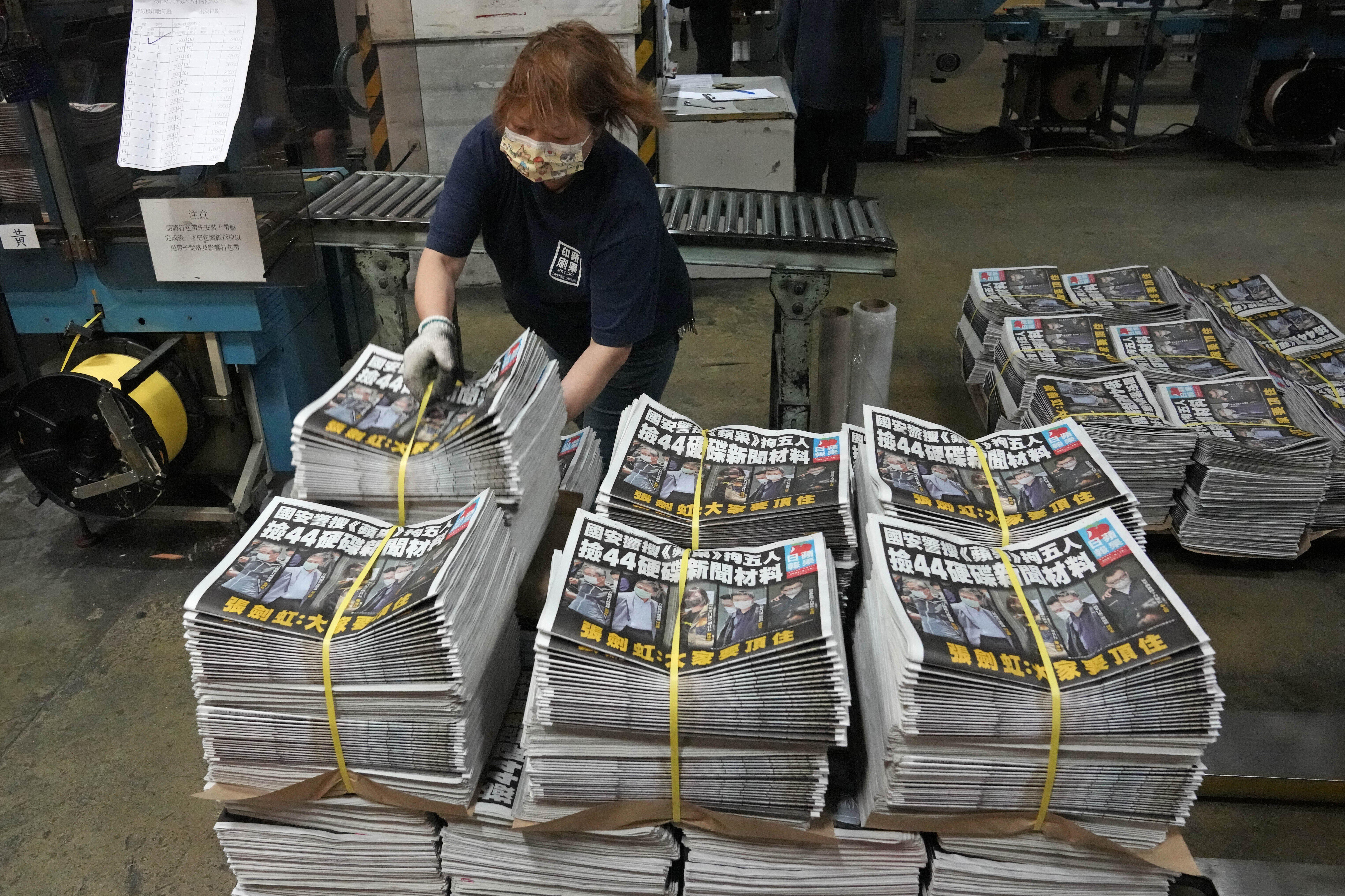 2021年6月,香港《蘋果日報》面臨關門危機(AP)