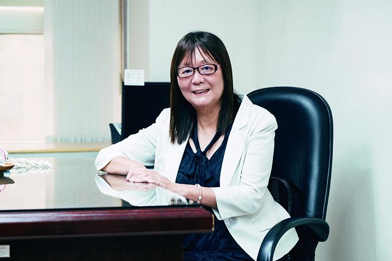 台北市觀傳局副局長李麗珠分享,輔導MICE業者獲得WTTC安全旅遊戳記,亦有助於行銷台北,創造雙贏的效益。(圖/蔡耀徵攝)