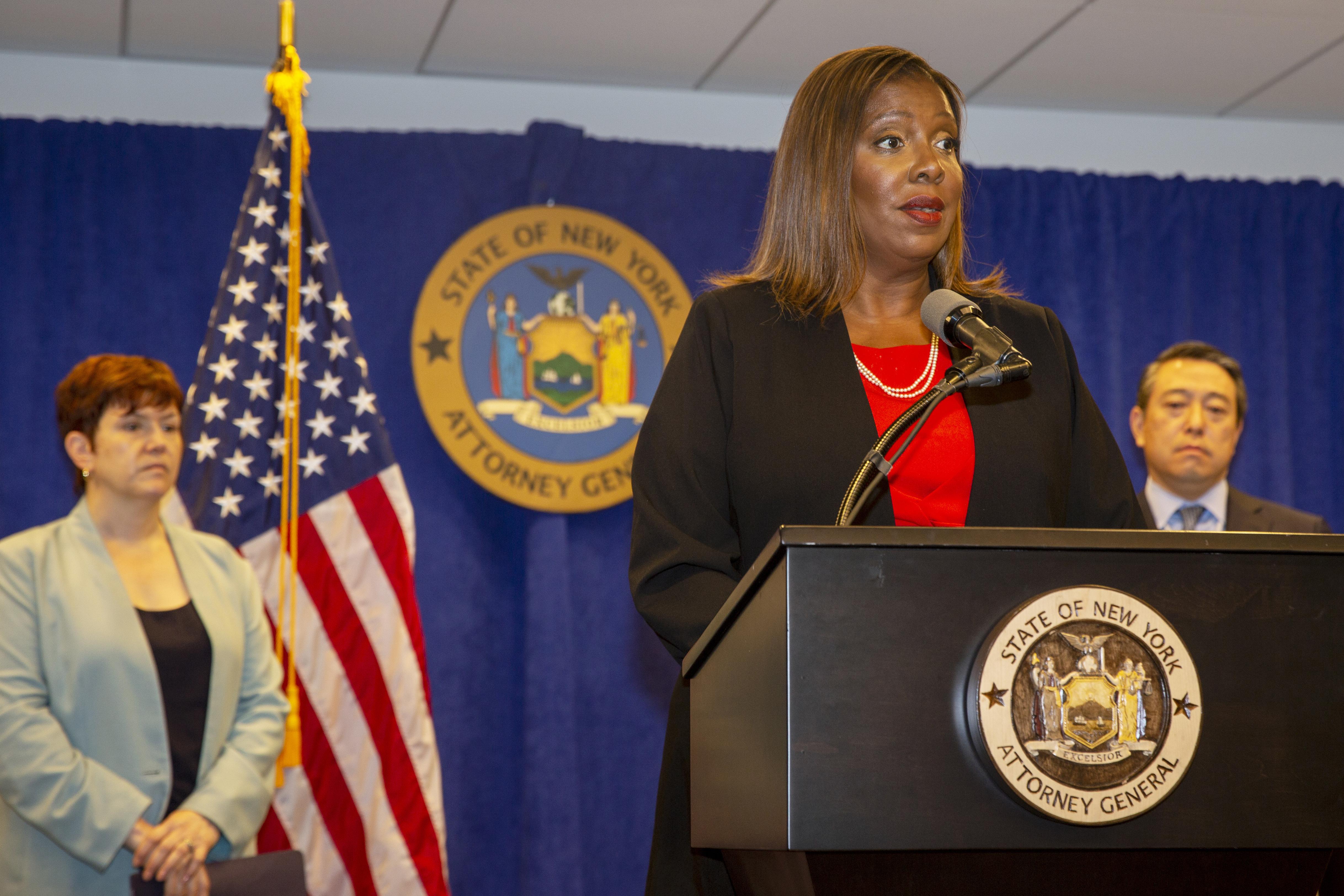 2021年8月3日,紐約州州長郭謨(Andrew Cuomo)性騷擾案調查報告,紐約州檢察長詹樂霞(Letitia James)(AP)