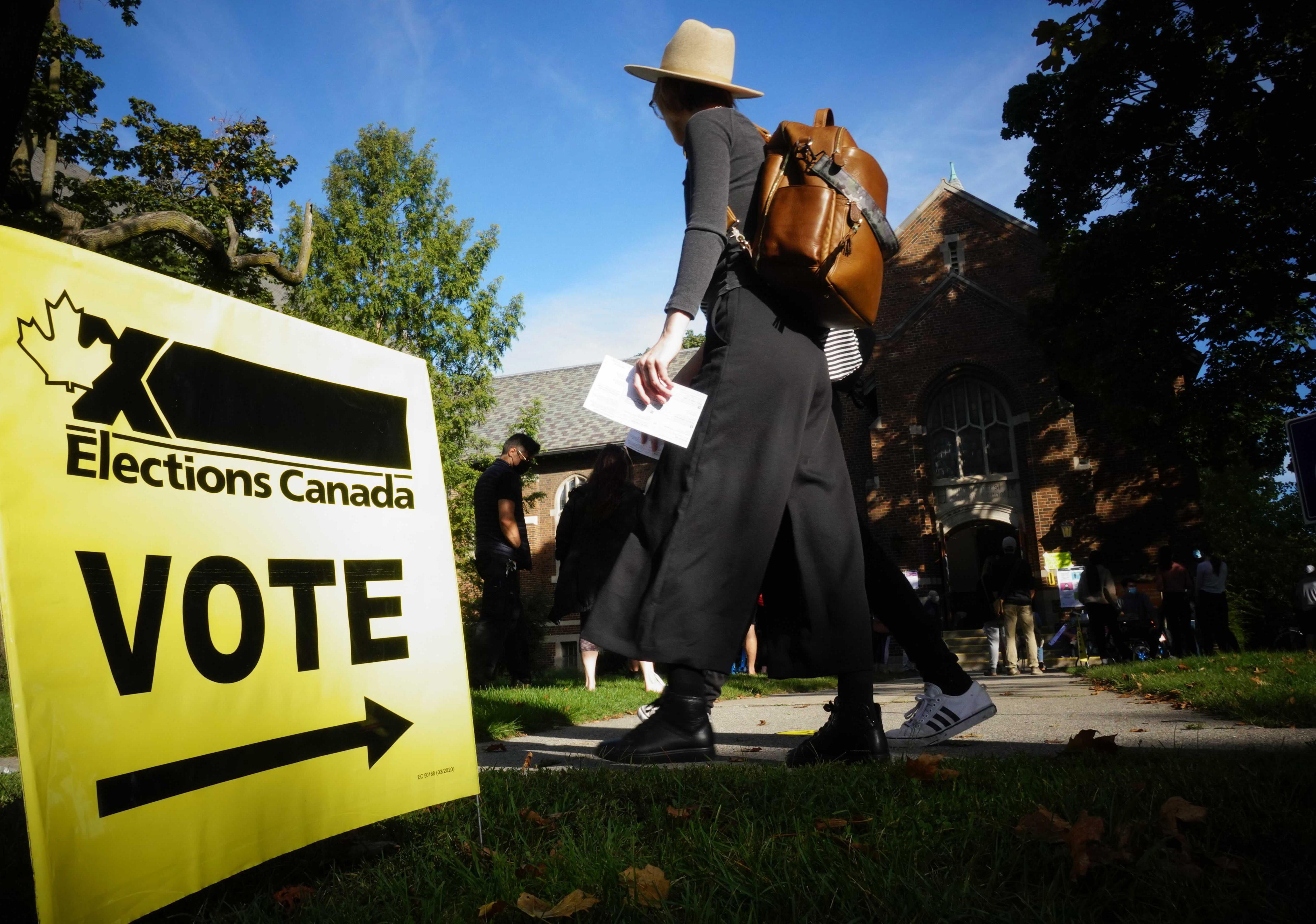 2021年9月20日,加拿大國會眾議院選舉投票(AP)
