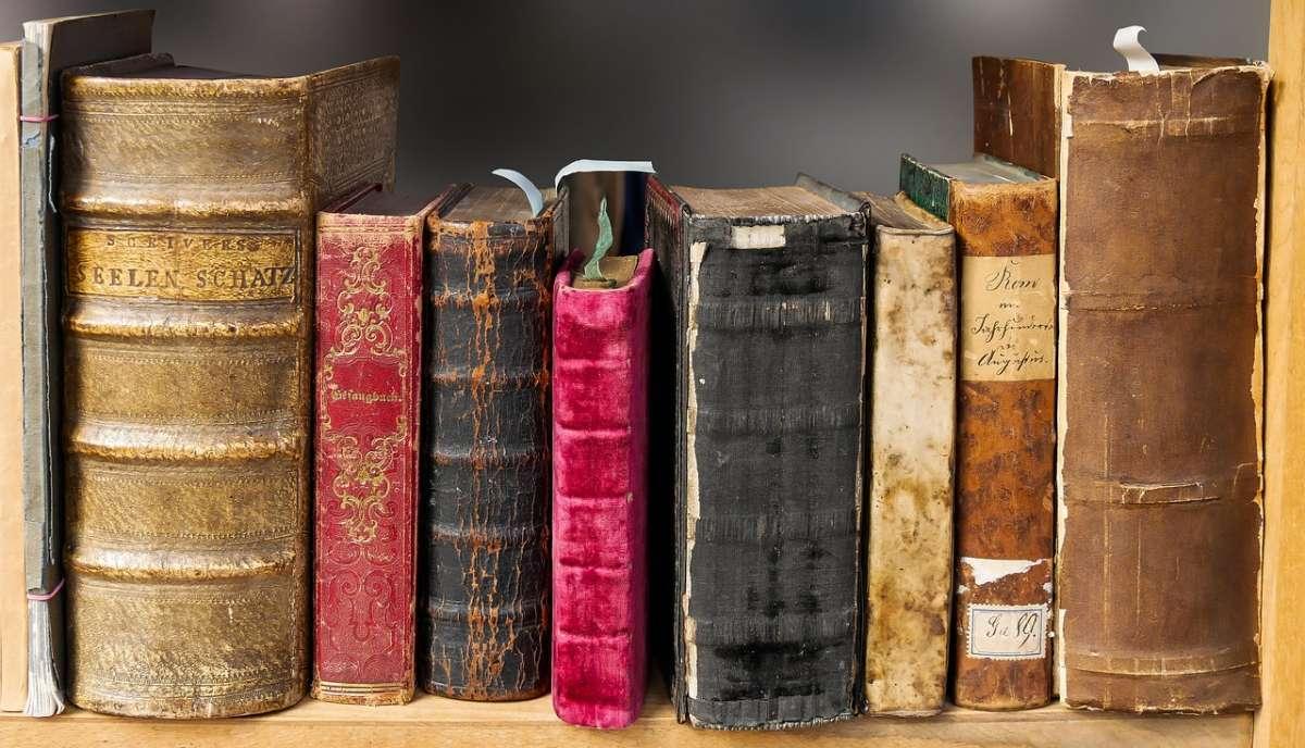 名作家也愛買舊書,甚至自備鉛筆、橡皮擦偷改標價⋯埋藏在日本京都舊書店中的趣聞