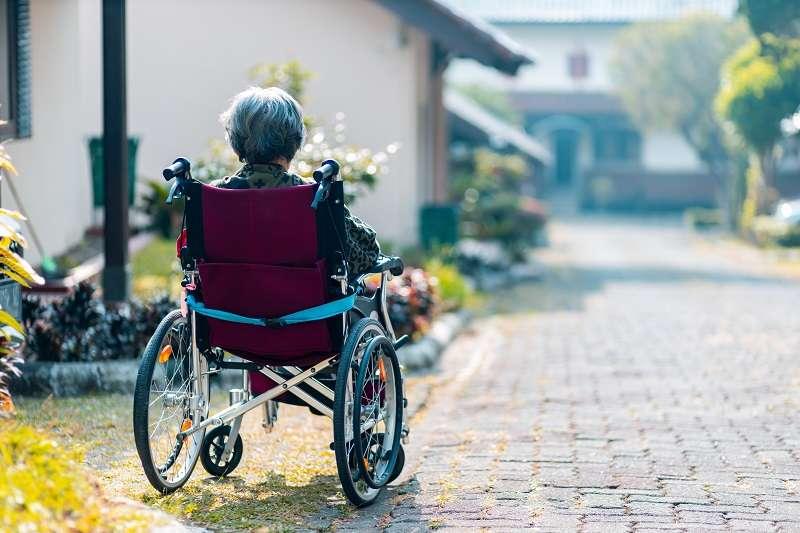 輪椅業者失業倒數中...中日學者跨國合作,成功讓成鼠神經元重生,癱瘓不再是絕症!